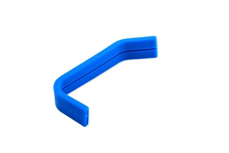modra silikonova rukojet na konvicku
